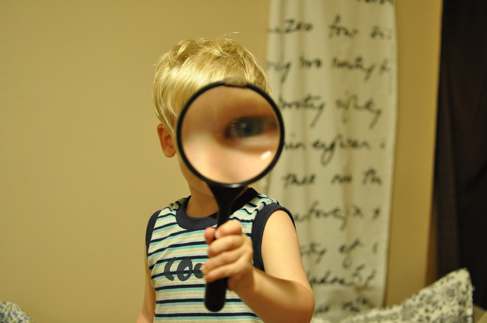 Child-Funny-Magnifying-Glass-552852.jpg